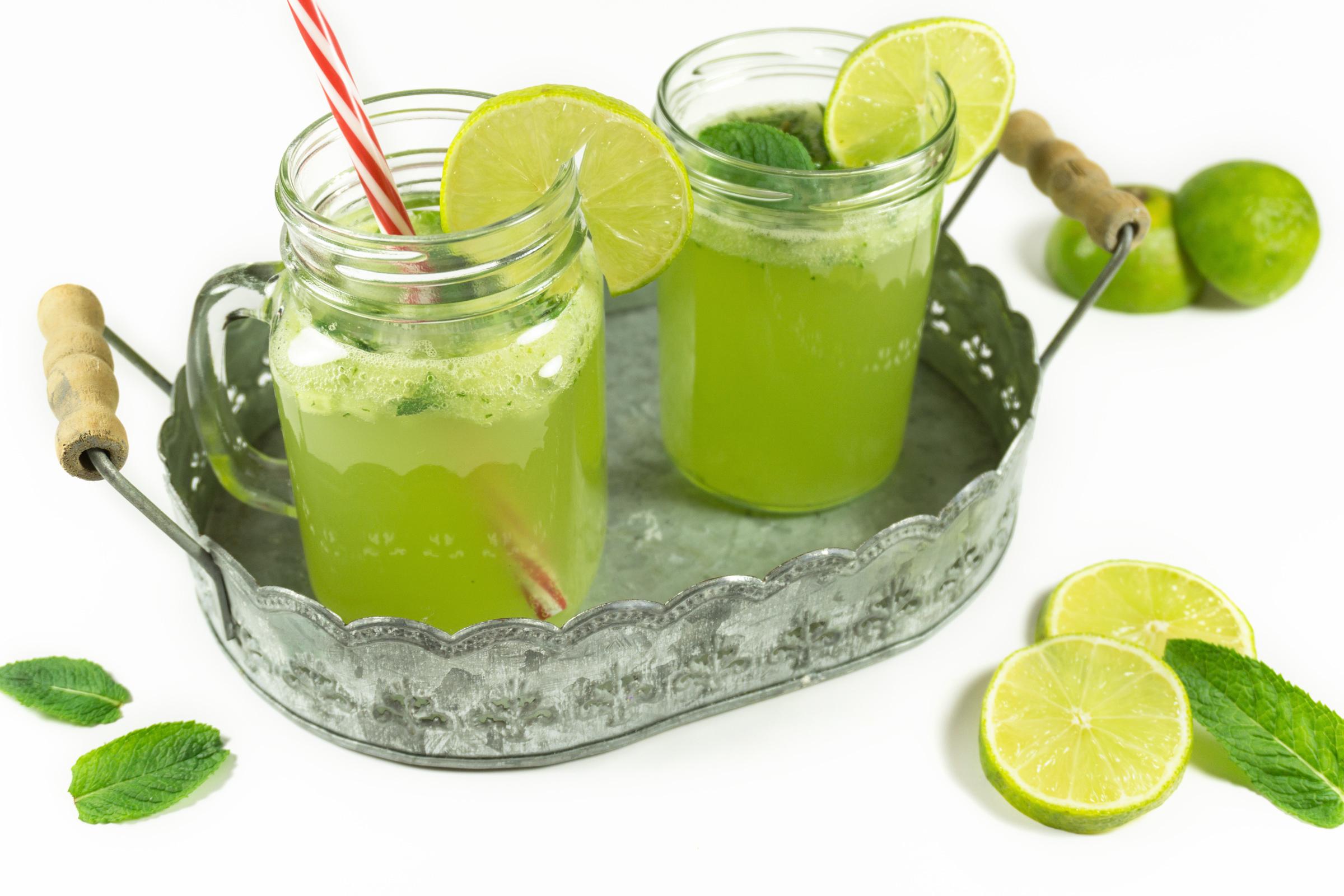 selbstgemachte gurken limetten limonade eine portion gl ck. Black Bedroom Furniture Sets. Home Design Ideas