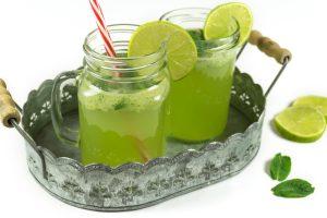 Selbstgemachte Gurken-Limetten-Limonade