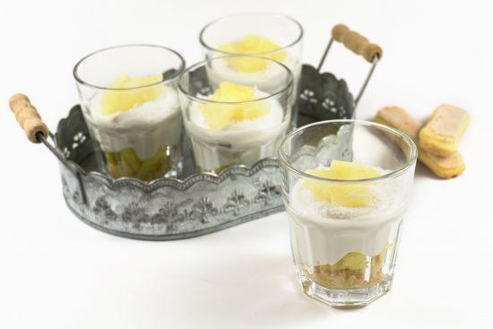 Pina-Colada-Dessert im Glas