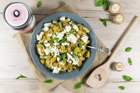 Nudeln mit Pilz-Rahmsoße und Fetakäse