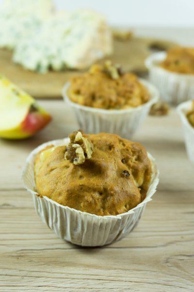 Blauschimmelkäse-Muffins mit Äpfeln und Walnüssen