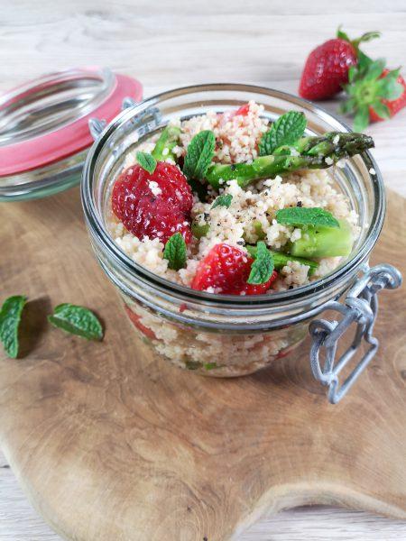 Spargel-Couscous-Salat mit Erdbeeren